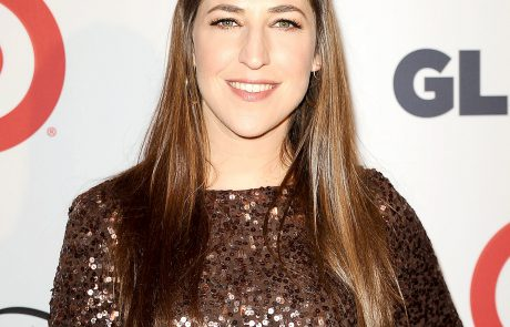 Mayim Bialik: How Many Shabbat Candles Does a Divorced Woman Light?