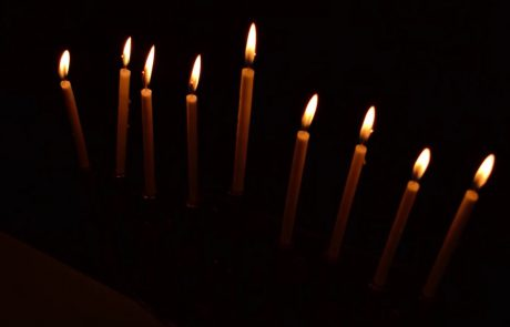 How to Light the Menorah for Hannukah