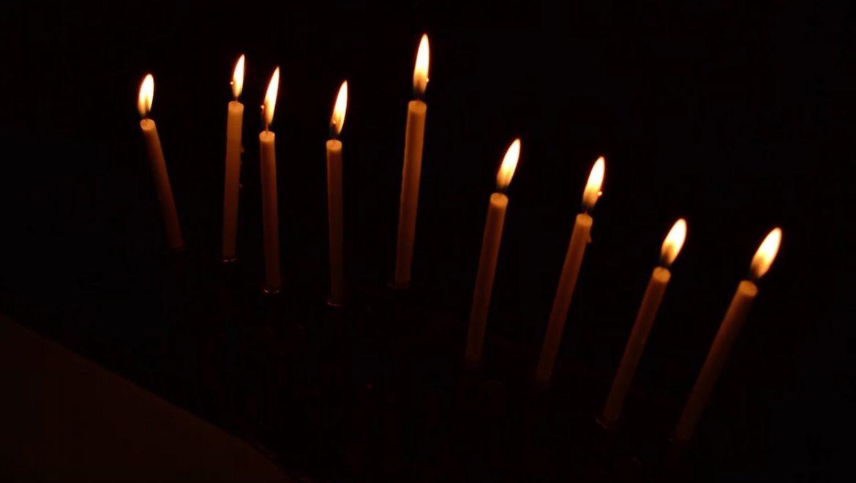 How to Light the Menorah for Hannukah